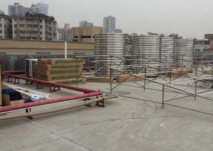 广州鸿星海鲜酒家太阳能热水器施工现场