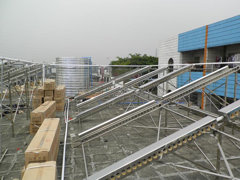 黄埔华苑大酒店太阳能热水器施工现场